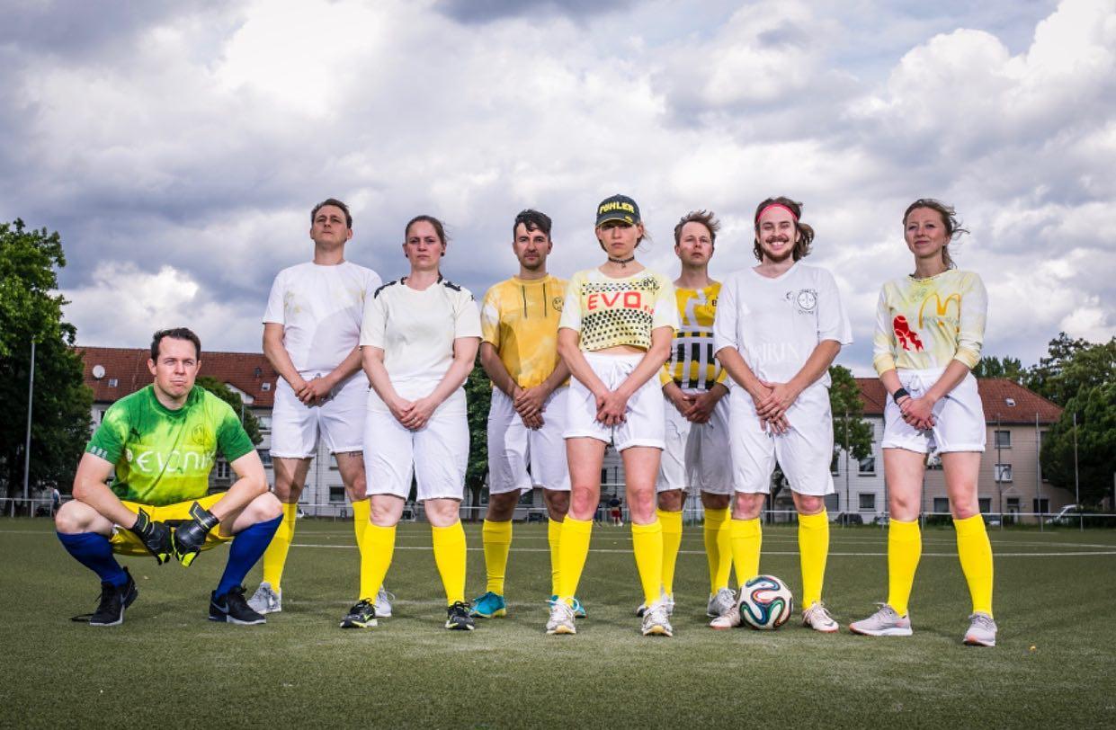 VIVA BVB - Echte Liebe: Mannschaftsfoto