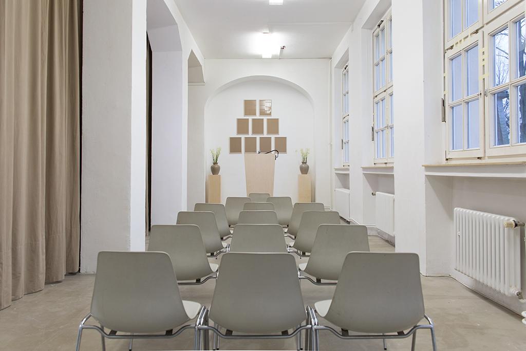 Wiedergabesalon: Stuhlreihe